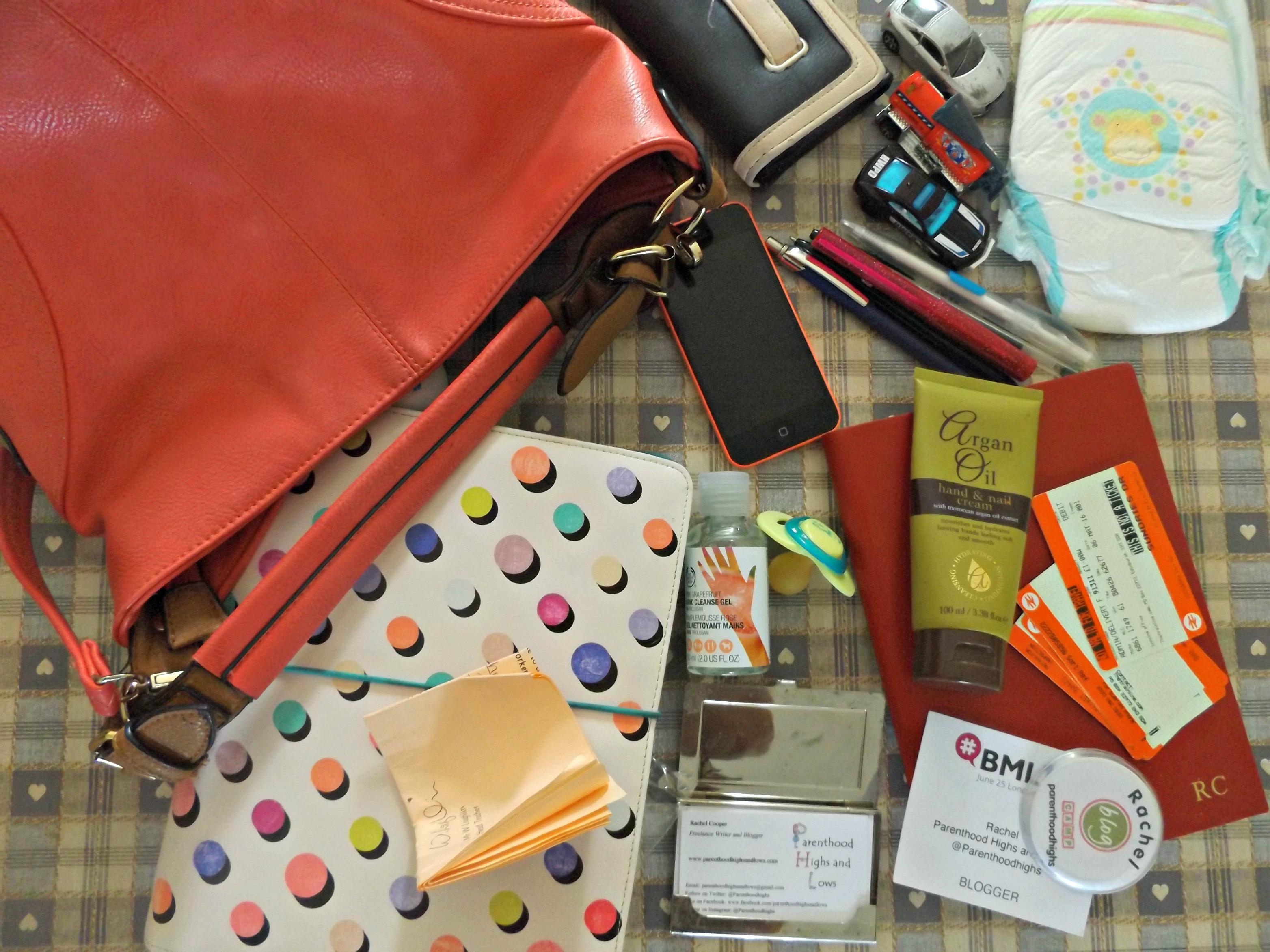 What's in my handbag? | www.parenthoodhighsandlows.com