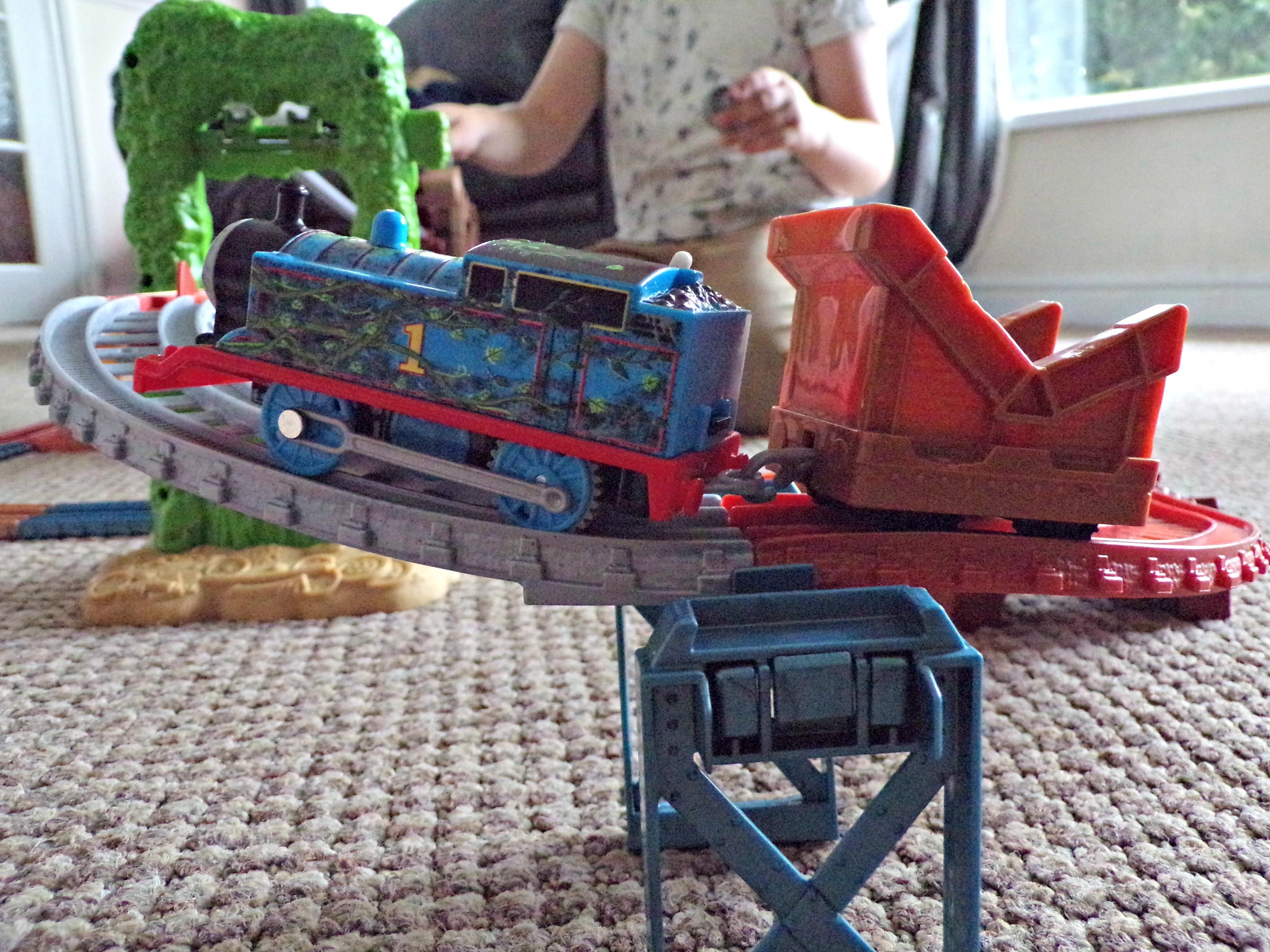 Thomas & Friends TraAckmaster Scrapyard Escape